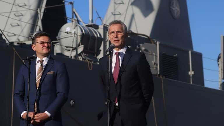 أوكرانيا تبلغ الناتو عن استعدادها إرسال 20 عسكريا إلى العراق