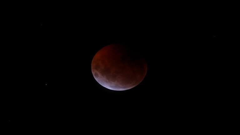 هل خسوف القمر يوم 4 يوليو سيتسبب في ظاهرة قمر الدم ؟