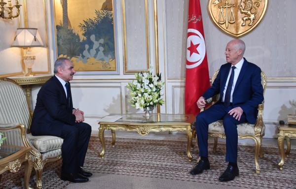 الرئيس التونسي قيس سعيد يمنح 34 فلسطيني الجنسية التونسية